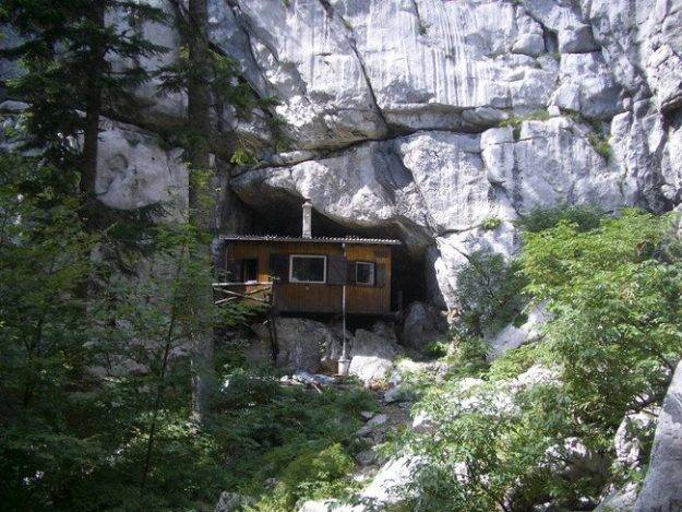 Great shelter in the mountains